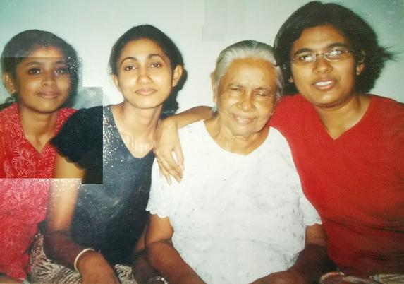 Attammi with her three elder granddaughter's, at Mum's (56, Siripura). My grandmother is resting her head on my sister.