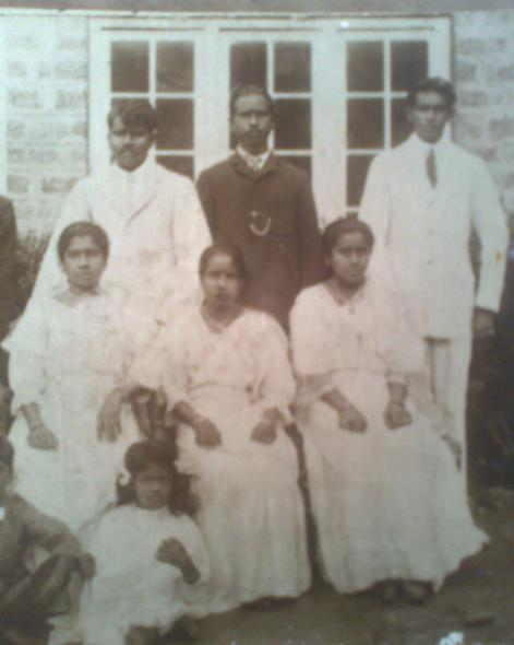 My Great Grandparents On the Left, Atta's parents. I'm not sure who the little girl, in front of Atta's mother,  in the picture is, or the Gent & Lady in the middle, nor the Gent standing on the right. The Lady seated, on the right, in an Edwardian attire,  is Attammi's Mother (Atta's father's sister), before she got married.